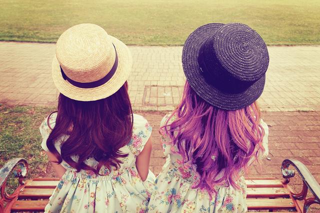 髪の毛の色が違う二人|袴の似合う色
