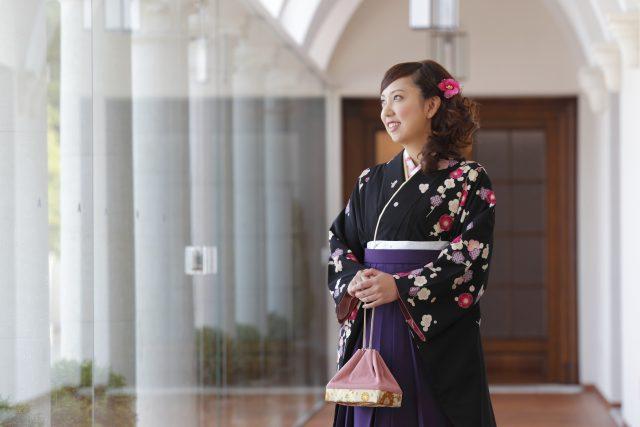 袴を着た女性2|似合う袴とは