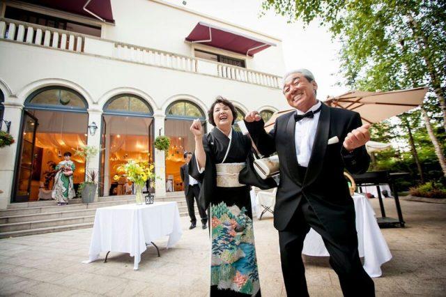 結婚式を楽しむご両親