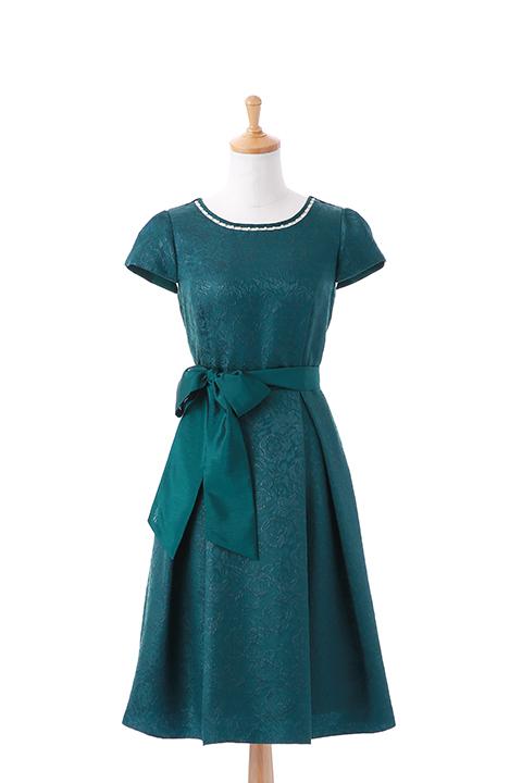 パールネックラインフレンチスリーブドレス